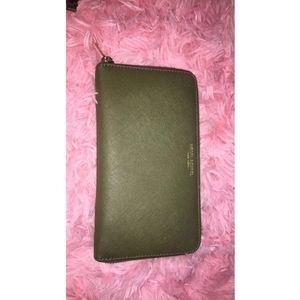 Henri Bendel Zippy wallet